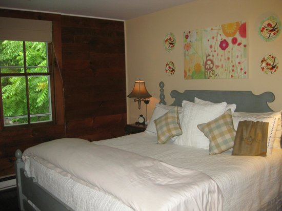 The Mast Farm Inn: Sarah's room