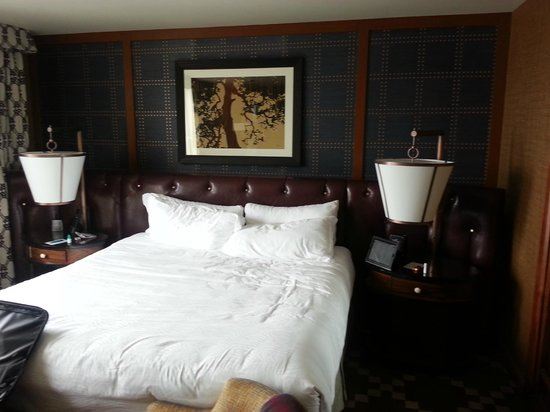 RiverPlace Hotel, a Kimpton Hotel: View of King Bed
