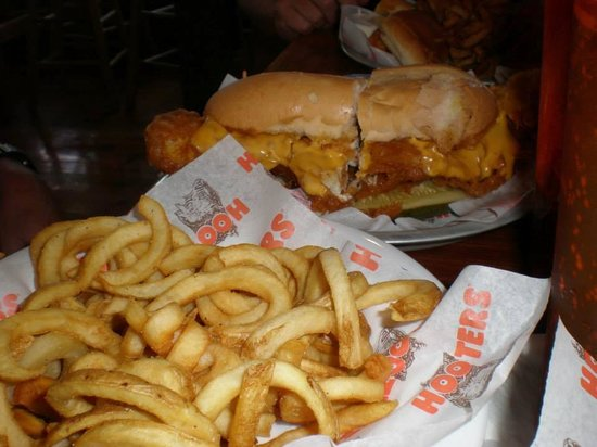 Hooters clarksville menu prices reviews tripadvisor for Who has the best fish sandwich