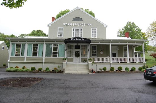 Warm Springs Inn: The main building.  Formerly a courthouse.