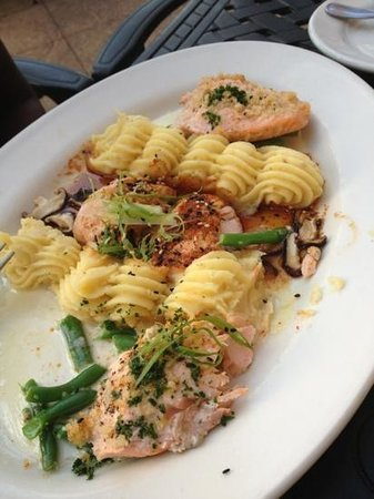 Tri Salmon Picture Of Grand Lux Cafe Garden City Tripadvisor