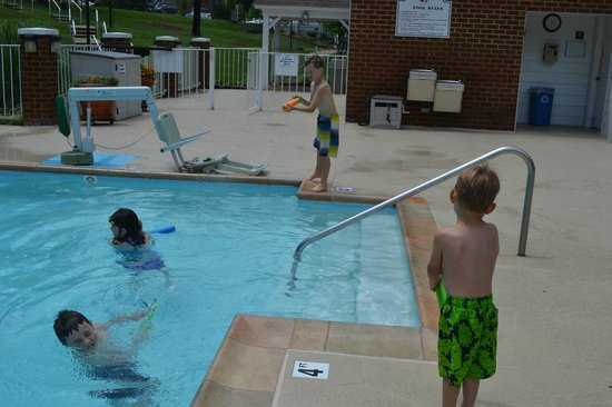 Wyndham Patriots Place: Nice pool area!