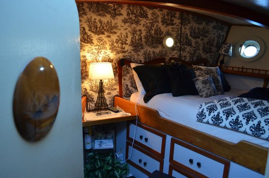 Wharfside Bed and Breakfast Aboard the Slowseason: Forward State Room