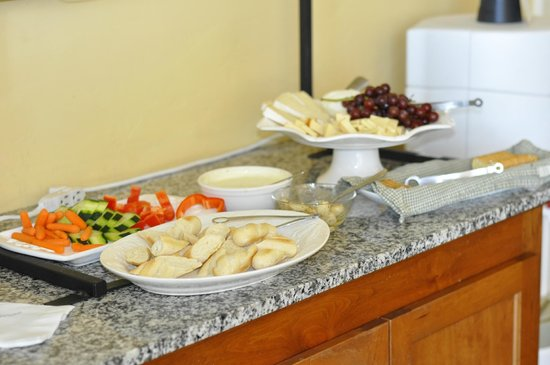 Inn at Sonoma, A Four Sisters Inn: Afternoon Appetizers
