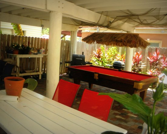 Amazing Cabana with Outdoor Pool Table 550 x 442 · 39 kB · jpeg