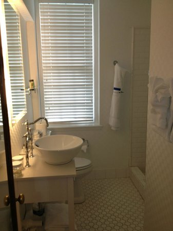 Exeter Inn: Room 101 Bathroom
