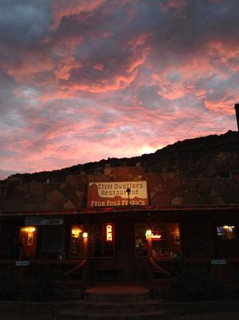 The Cliff Dwellers Restaurant: a great evening at cliff dwellers