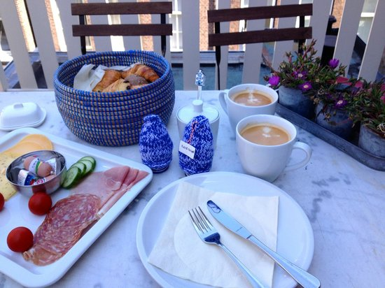 The Weavery Boutique Bed & Breakfast: Breakfast on the terrace. Pastries are still warm.