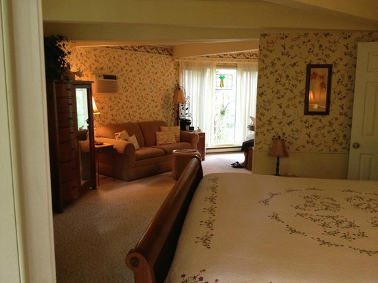 Crooked Oak Mountain Inn: The Willow Room