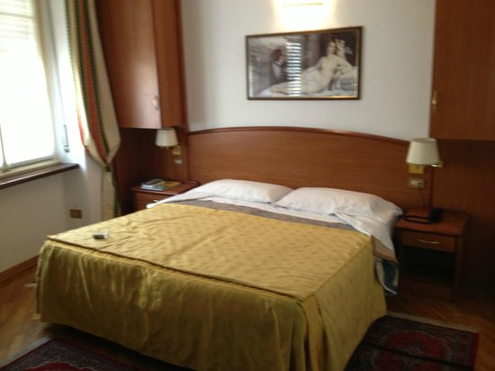 Immaculate rooms for Hotel saini meuble stresa italy
