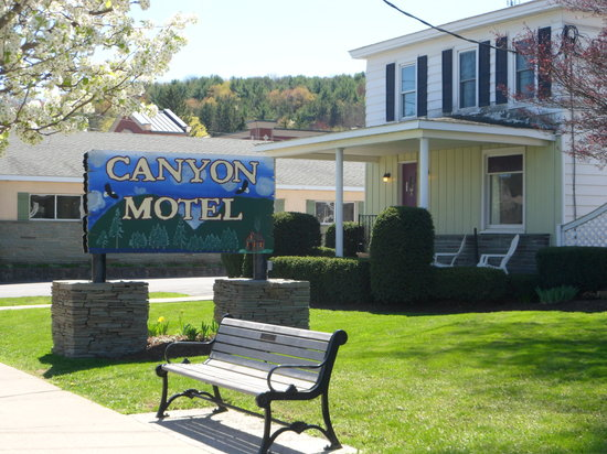 ‪Canyon Motel‬