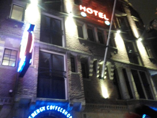 The Bulldog Hotel: Outside hotel