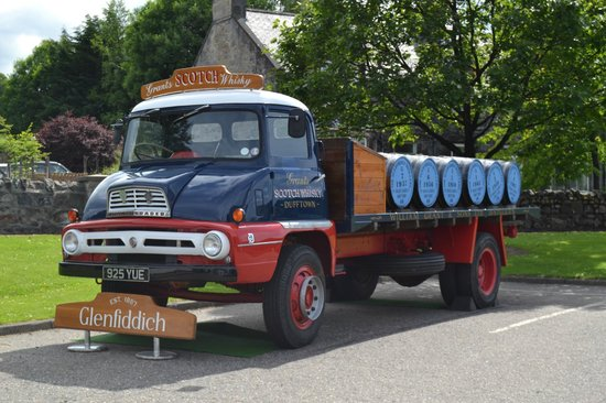 camion di whisky picture of glenfiddich distillery dufftown tripadvisor. Black Bedroom Furniture Sets. Home Design Ideas