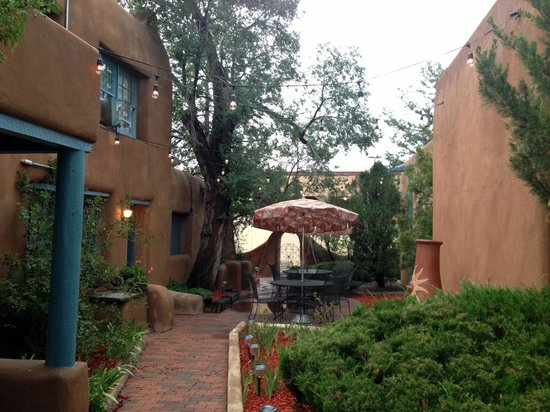 Pueblo Bonito Bed & Breakfast Inn