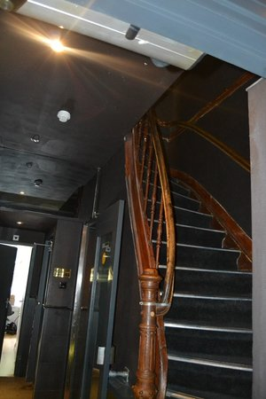 Max Brown Hotel Museum Square: steep and narrow stairway