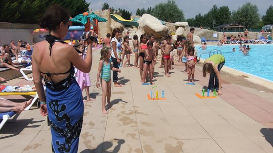 Piscine photo de camping le bois joly saint jean de for Animation piscine