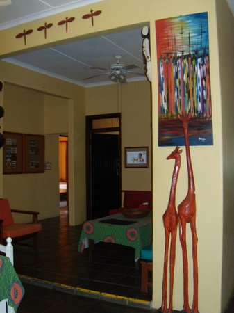 Gibela Backpackers Lodge: Decor