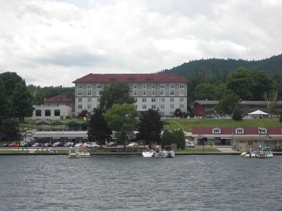 View of the hotel from the minne ha ha cruise picture of fort william henry hotel and for Hotels in fort william with swimming pool