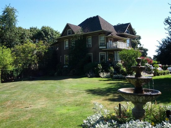 Dundee Manor Bed And Breakfast Oregon