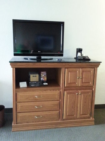 Drury Inn & Suites Albuquerque : TV and Credence