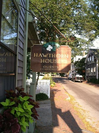 Hawthorn House: Sign from the street