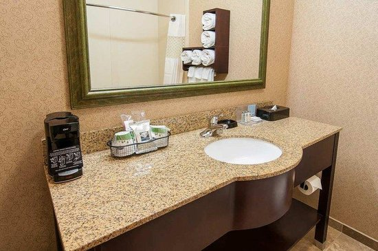 Upscale and well designed rooms picture of hampton inn for Well designed bathrooms