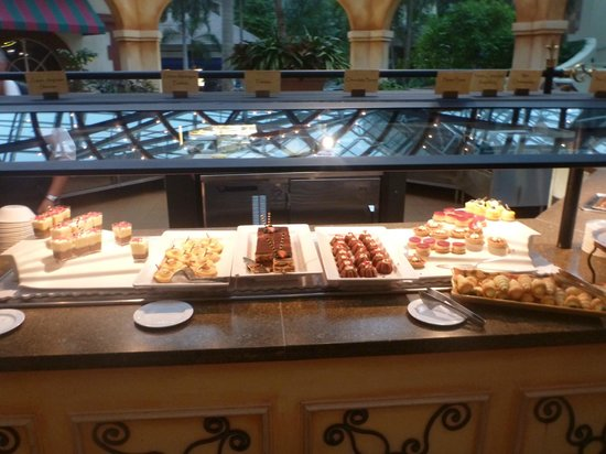 Dessert Bar Picture Of Villa De Flora Kissimmee Tripadvisor