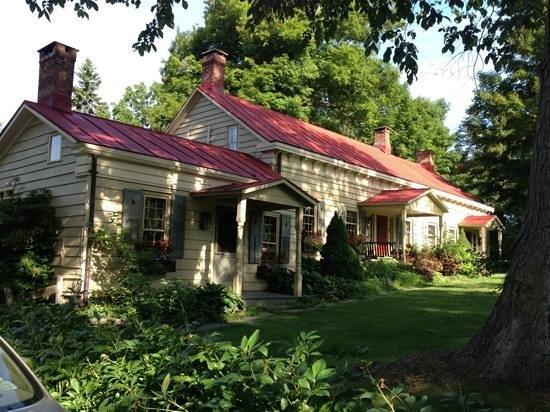 Olde Rhinebeck Inn: View from the parking