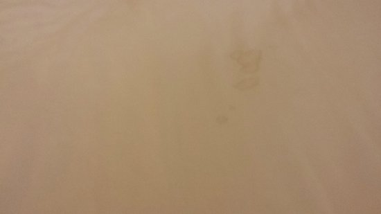 Courtyard by Marriott Richmond North/Glen Allen: Sexual aftermath on the sheets