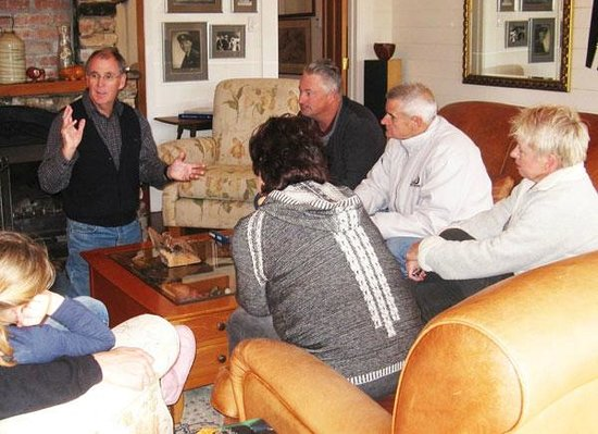 Waipoua Lodge: Guests enjoy an interactive kauri gum demonstration and talk with host Ian