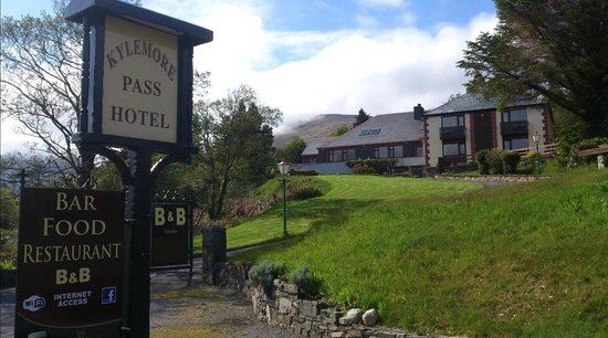 Photo of Kylemore Pass Hotel