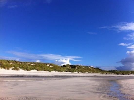 Ceann na Pairc Guest House: deserted island beach just a 5 min walk from this guest house