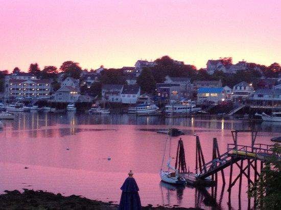 Boothbay Harbor Inn: Sunset from room 215