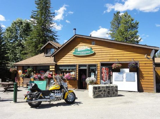 Castle mountain store cabins picture of bow valley for Banff national park cabin rentals