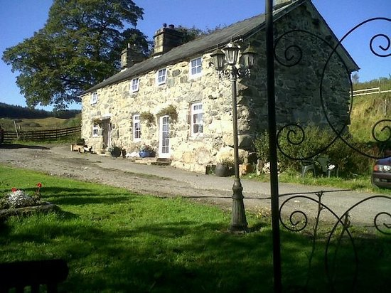 Cwmtylo Farmhouse Bed and Breakfast