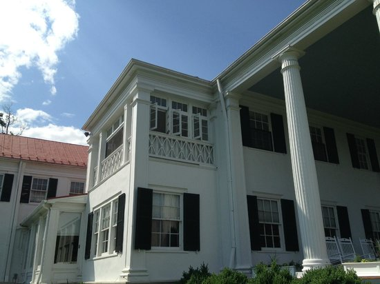 Rosemont Manor: Looking up at the sleeping porch from outside
