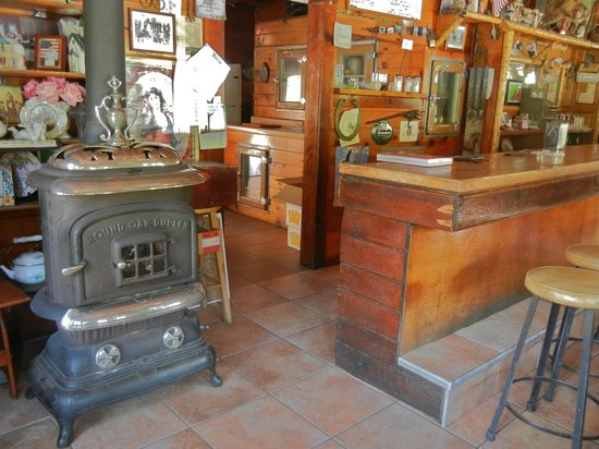 Kings Canyon Lodge: 2. Lodge eating area, kitchen and ancient stove