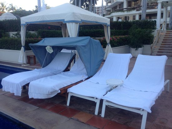 Cabanas Grand Wailea : Small cabana picture of grand wailea a waldorf astoria