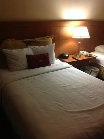 Crowne Plaza Dulles Airport Hotel: standard bed