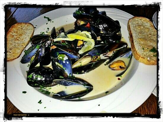 ... Photo: Mussels in garlic, lemon and white wine cream sauce. Excellent