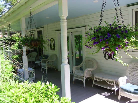The Angler's Inn Bed and Breakfast: Back porch, right outside our room. Loved relaxing here.