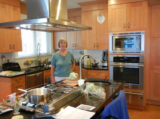 Lavender House Bed and Breakfast: Chef Johanna in her big kitchen