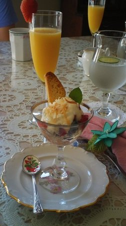 600 Main, A B&B and Victorian Tea Room: First course of our breakfast