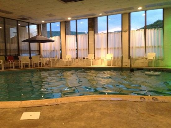 Indoor Pool Picture Of Howard Johnson Hotel Norwich Norwich Tripadvisor