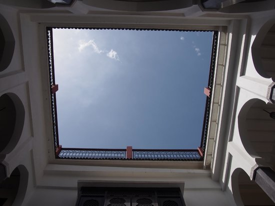 Riad Alnadine: view of the sky from inside the riad (like a turrell!)