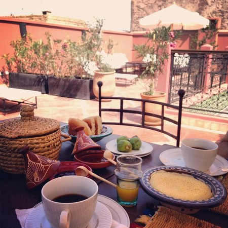 Riad Alnadine: breakfast on the terrace (crepes, croissants, figs, omelettes, and amazing fresh-squeezed OJ!)