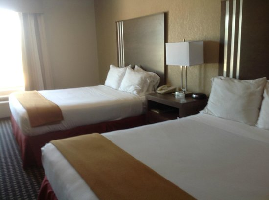 Holiday Inn Express Hotel & Suites: Very comfortable beds at Holiday Inn Express, Kerrville