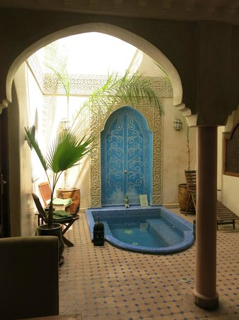 Riad Jonan: Fountain in the lobby