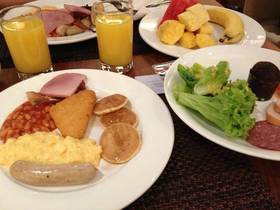Breakfast buffet picture of oasia hotel singapore by far for Au jardin singapore sunday brunch