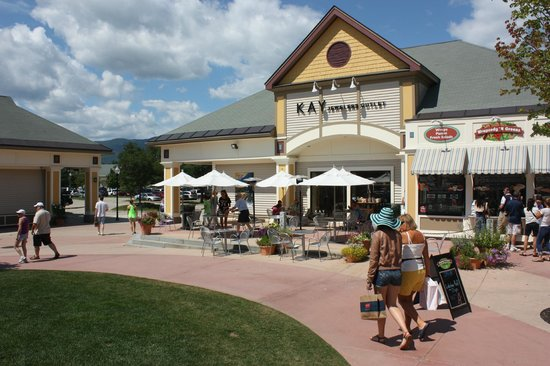 Settlers Green Outlet Village has been a landmark shopping experience in North Conway since their opening in Located at 2 common Court, North Conway, NH (Just off Route 16, also known as White Mountain Highway), Settlers Green plays host to 60 unique outlet stores.